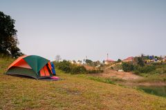Tempo do por do sol da barraca de acampamento Imagem de Stock Royalty Free