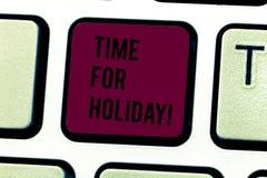 Tempo do texto da escrita da palavra para o feriado Conceito do negócio para dizer a alguém esse este momento para a praia de des fotografia de stock royalty free