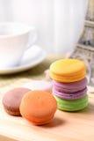 Tempo e Macaron do chá Fotos de Stock