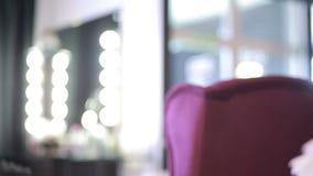 Tempo em um salão de beleza artista de composição e mestre do tratamento de mãos Meninas bonitas video estoque