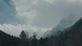 Tempo-lapso bonito de Dombai das montanhas vídeos de arquivo
