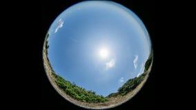 Tempo-lapso da lente de Fisheye do céu vídeos de arquivo