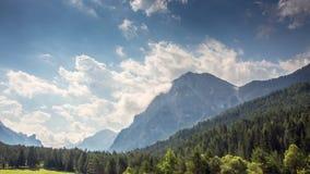 Tempo-lapso da montanha: verão nos cumes italianos video estoque