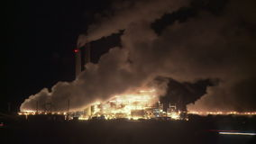 Tempo-lapso da poluição do central elétrica video estoque