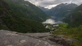 Tempo-lapso da vista em Geirange em Noruega video estoque