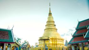 Tempo-lapso do dia famoso tailandês do pagode à noite ainda video estoque
