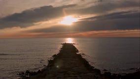 Tempo-lapso do nascer do sol na praia filme