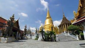 Tempo-lapso 4K de Wat Phra Kaew e do palácio grande (nenhum pessoa) video estoque