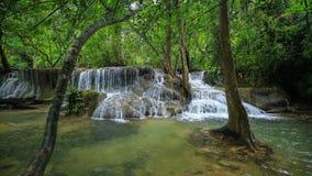 Tempo-lapso 4k do nível 7 de cachoeira de Huay Mae Kamin filme