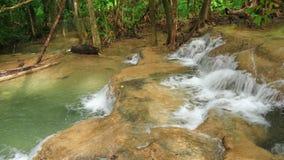 Tempo-lapso 4k do nível 7 de cachoeira de Huay Mae Kamin video estoque