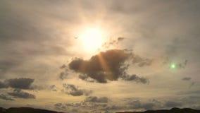 Tempo-lapso nebuloso de Sun vídeos de arquivo