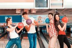 Tempo libero nel club di bowling Fotografie Stock Libere da Diritti