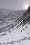 Tempo lunatico nel paesaggio della montagna di inverno Immagine Stock