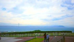 Tempo nuvoloso e grande ponte da lontano video d archivio