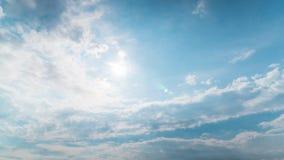 Tempo nuvoloso variabile, cielo drammatico, al rallentatore archivi video
