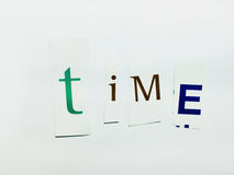 Tempo - o entalhe exprime a colagem de letras misturadas do compartimento com fundo branco foto de stock royalty free