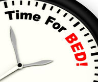 Tempo per il letto che mostra insonnia o stanchezza Fotografie Stock Libere da Diritti