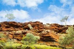 Tempo rosso di giorno delle montagne della roccia del parco nazionale di Karijini Immagine Stock Libera da Diritti