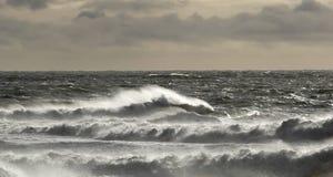 Tempo tempestoso e mare agitato fotografia stock