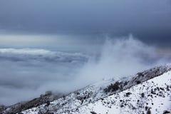 Tempo tempestoso in montagne Immagini Stock