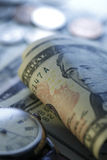 Tempo - um dinheiro Tom azul Do fim imagem conservada em estoque acima - Fotos de Stock Royalty Free