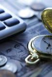 Tempo - um dinheiro Tom azul Do fim imagem conservada em estoque acima - Imagem de Stock Royalty Free