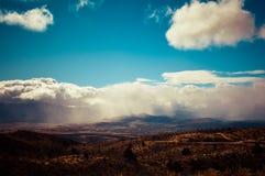 Temporal de lluvia sobre la montaña Foto de archivo