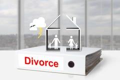 Temporale della famiglia di divorzio diviso casa del raccoglitore dell'ufficio Immagini Stock Libere da Diritti