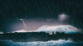 Temporale nel mare con le onde ed il fulmine fotografia stock libera da diritti