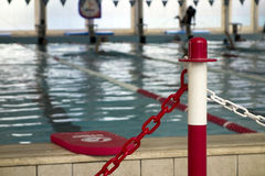 PLASTIC POST WITH SECURITY CHAIN in SWIMMING POOL Stock Images