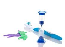 Temporizador el aplicar con brocha de dientes del cabrito imágenes de archivo libres de regalías