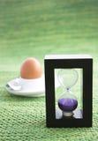 Temporizador roxo do ovo da areia Fotografia de Stock