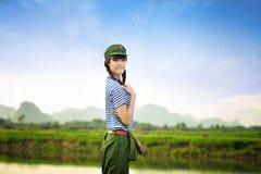 Tempos de China Maos, uma menina transformou-se protetores vermelhos Fotografia de Stock Royalty Free