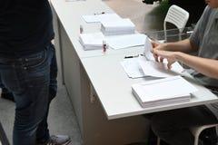 TEMPRANO VOTANDO EN ELECCIONES GENERALES SUECAS imagen de archivo libre de regalías