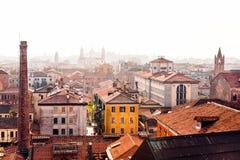 Temps brumeux de petite ville image libre de droits