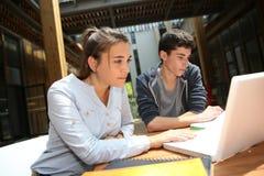 Temps d'étude dans le campus d'école Photo libre de droits