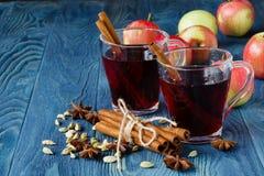 Temps d'automne avec du vin chaud et les épices chauds Photographie stock