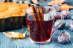 Temps d'automne avec du vin chaud et les épices chauds Images libres de droits