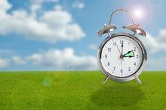 Temps d'horloge changeant en l'heure d'été image stock
