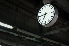 Temps dans la gare Images libres de droits