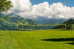 Temps de badminton en montagnes photo stock