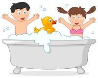 Temps de Bath avec deux enfants et canard en caoutchouc Photos stock