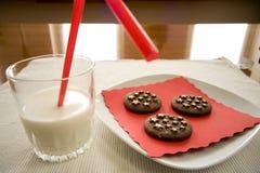Temps de casse-croûte de lait Images stock