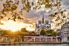 Temps de cathédrale de Notre Dame au printemps, Paris, France image libre de droits