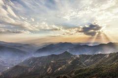 Temps de coucher du soleil chez Moro Rocks Vista, Etats-Unis Photographie stock libre de droits