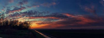 Temps de coucher du soleil dans la campagne d'Italien d'hiver Photo libre de droits