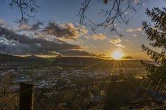 Temps de coucher du soleil dans la pièce de Predlice de la ville en automne Images stock