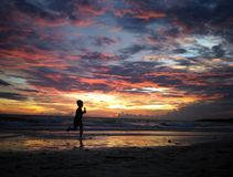 Temps de coucher du soleil de dépense en plage de Bira, Sulawesi du sud, Indonésie, Asie, voyage Photos libres de droits