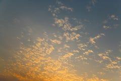 Temps de coucher du soleil et de lever de soleil, fond de nature et secteur vide pour le texte, amour se sentant ou fond romantiq Images libres de droits