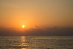 Temps de coucher du soleil et de lever de soleil, fond de nature et secteur vide pour le texte, amour se sentant ou fond romantiq Photos libres de droits
